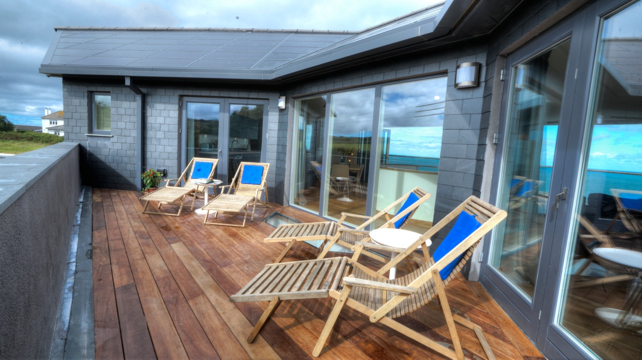 Inspiring architecture designed house in Cornwall deck