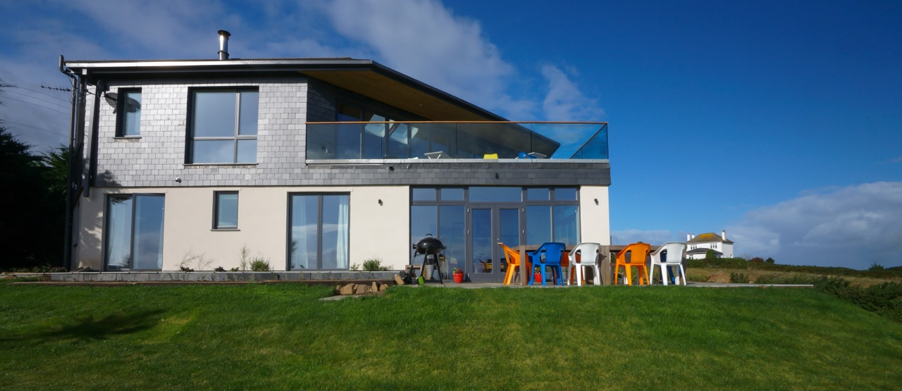 Inspiring architecture designed house in Cornwall rear