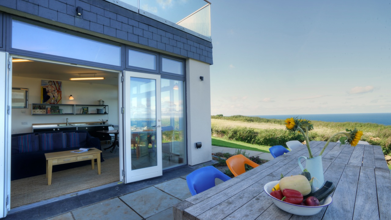 Inspiring architecture designed house in Cornwall patio